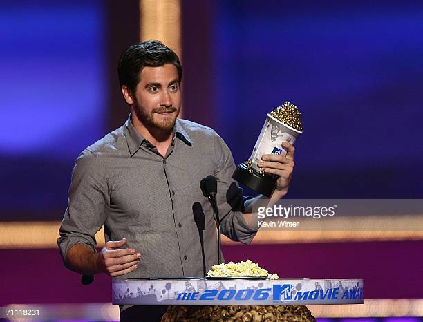 Actor Jake Gyllenhaal accepts the Best Kiss award for the film Brokeback Mountain onstage at the 2006 MTV Movie Awards at Sony Pictures Studio on...