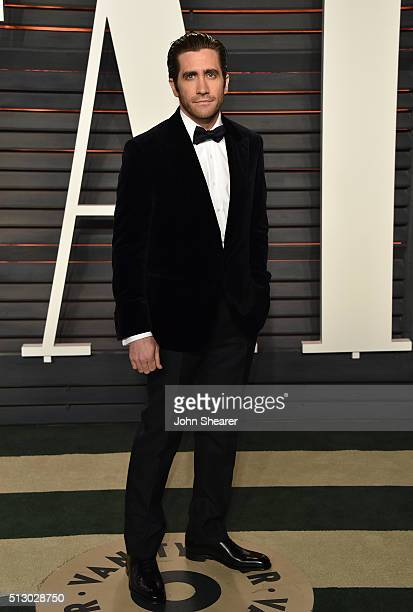 Actor Jake Gyllenhaal arrives at the 2016 Vanity Fair Oscar Party Hosted By Graydon Carter at Wallis Annenberg Center for the Performing Arts on...