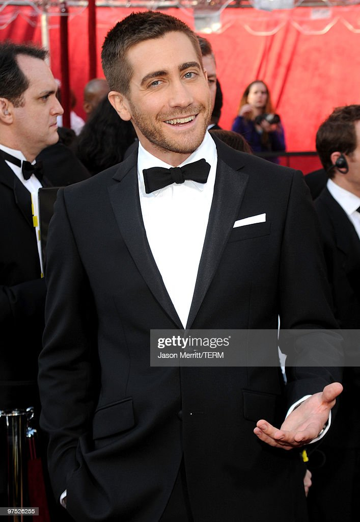 Actor Jake Gyllenhaal arrives at the 82nd Annual Academy Awards held at Kodak Theatre on March 7, 2010 in Hollywood, California.