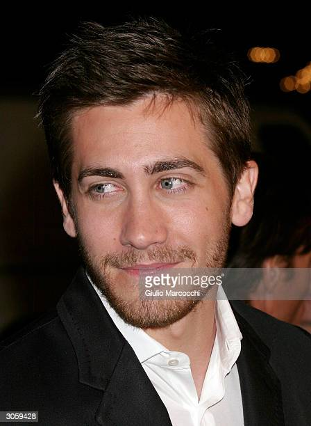 Actor Jake Gyllenhaal arrives at the world premiere of Focus Feature's Eternal Sunshine of the Spotless Mind on March 9 2004 at the Samuel Goldwyn...