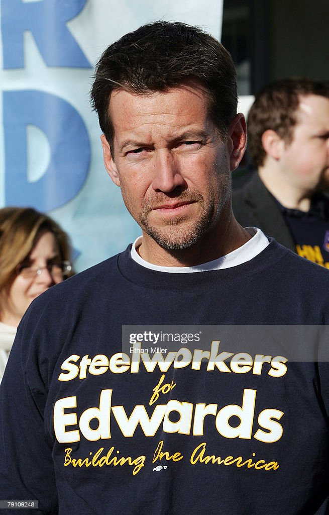 John Edwards Visits His Campaign Headquarters In Las Vegas : News Photo