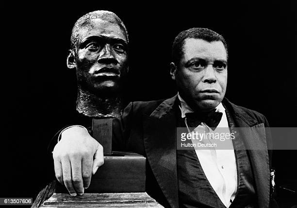 Actor James Earl Jones as Paul Robeson, with his bust, at Her Majesty's Theatre, 1978.