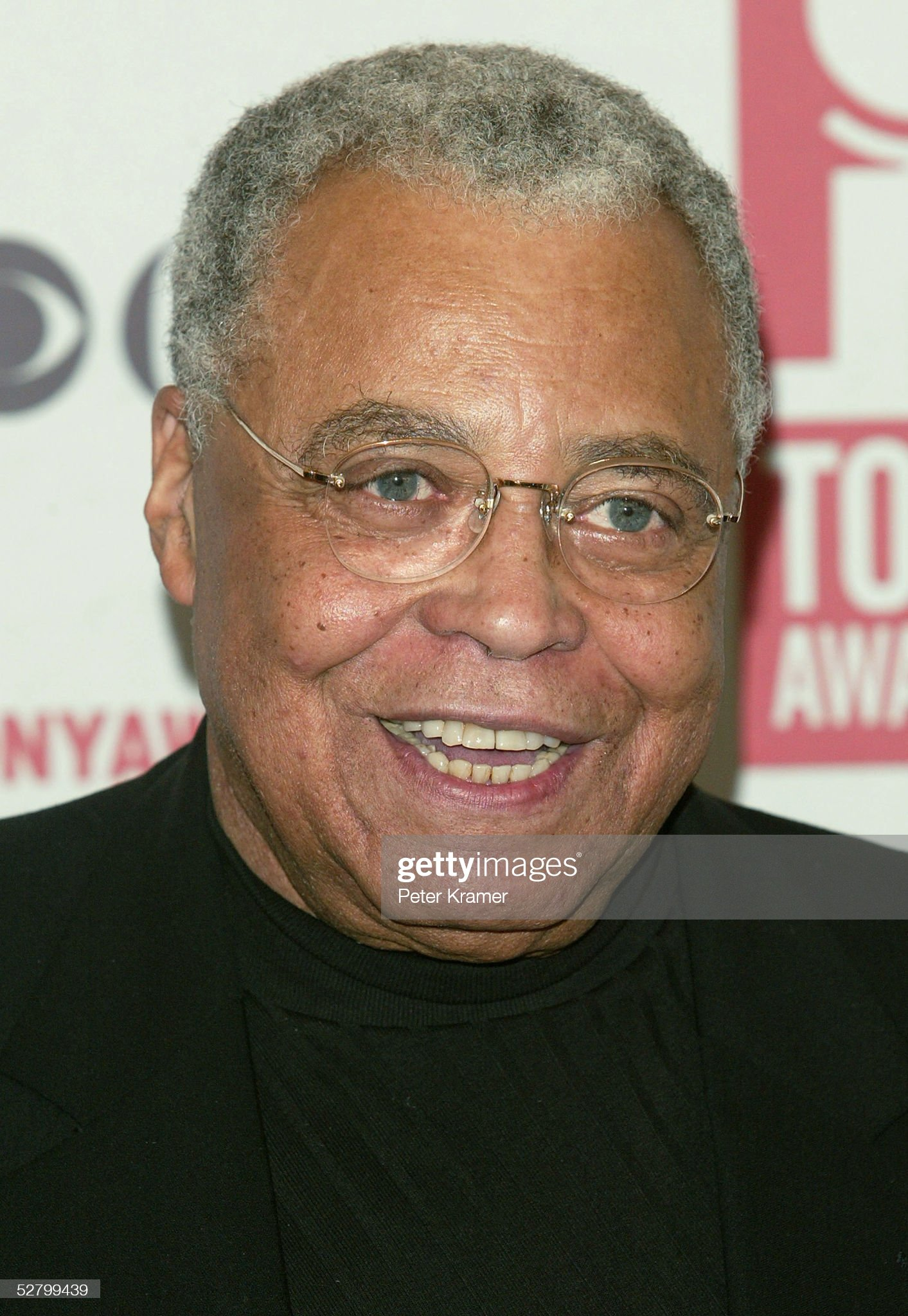 COLOR DE OJOS (clasificación y debate de personas famosas) - Página 11 Actor-james-earl-jones-attends-the-2005-tony-awards-meet-the-nominees-picture-id52799439?s=2048x2048