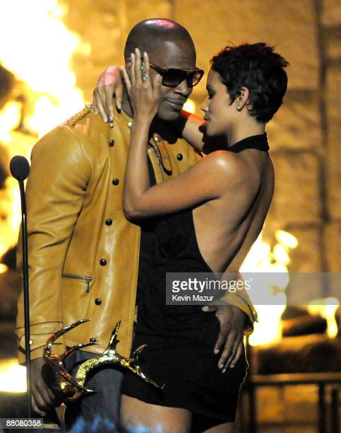 Actor Jamie Foxx and actress Halle Berry kiss onstage at Spike TV's 2009 Guys Choice Awards held at the Sony Studios on May 30 2009 in Los Angeles...