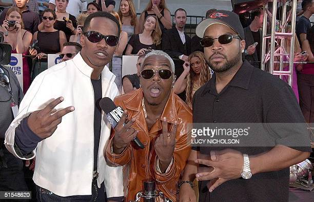 US actor Jamie Foxx singer Sisqo and singer Ice Cube arrive at the MTV Movie Awards at the Sony Studios in Culver City California 03 June 2000 Ice...