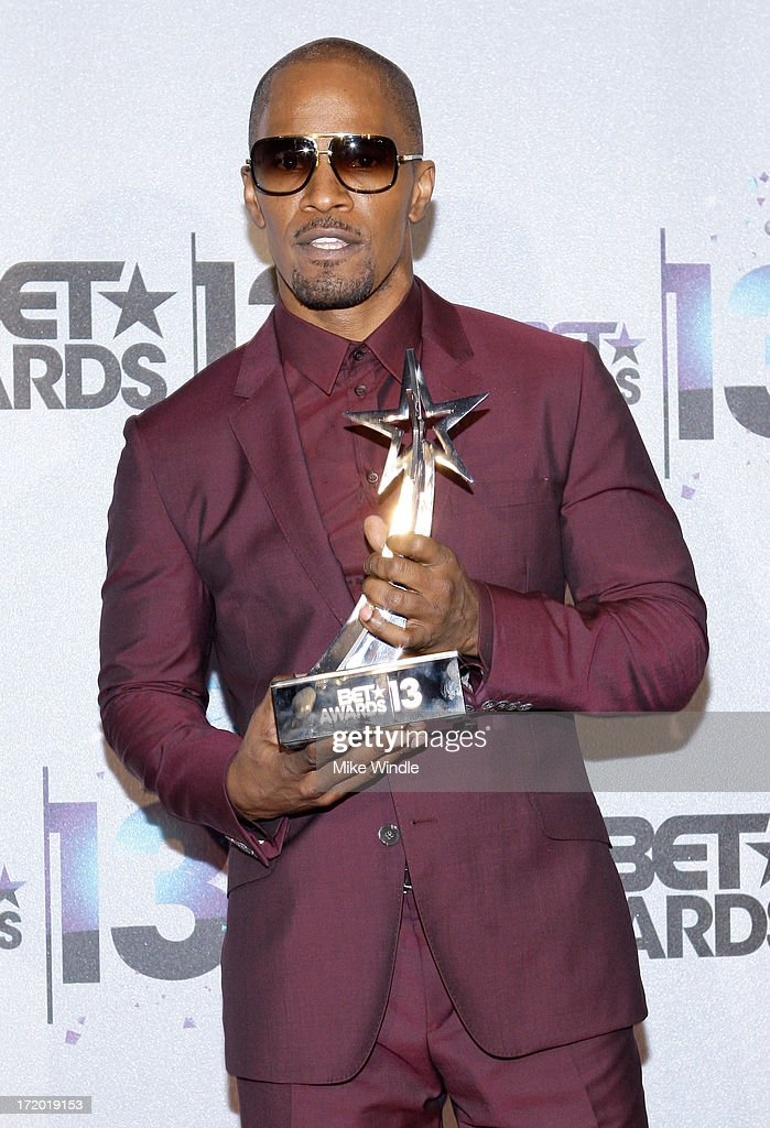 Actor Jamie Foxx, winner of the Best Actor Award poses in the Backstage Winner's Room at Nokia Theatre L.A. Live on June 30, 2013 in Los Angeles, California.