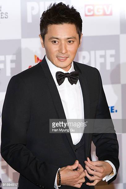 Actor Jang Dong-Gun arrives at the opening ceremony of the 14th Pusan International Film Festival on October 8, 2009 in Busan, South Korea. The...