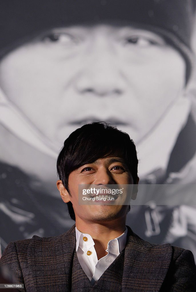 Actor Jang Dong-Gun attends Open Talk 'My Way' at Haeundae seashore during the 16th Busan International Film Festival (BIFF) on October 9, 2011 in Busan, South Korea. The biggest film festival in Asia showcases 307 films from 70 countries and runs from October 6-14.