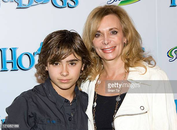 Actor Jansen Panettiere and his mom Lesley Vogel Panettiere arrive at Hotel For Dogs Los Angeles Premiere Arrivals at Grove Pacific Theaters on...