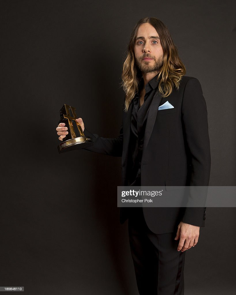 Actor Jared Leto poses with the Hollywood Breakout Performer Award for 'Dallas Buyers Club' in the portrait studio during the 17th annual Hollywood Film Awards at The Beverly Hilton Hotel on October 21, 2013 in Beverly Hills, California.
