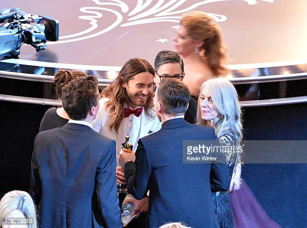 Actor Jared Leto winner of the Best Performance by an Actor in a Supporting Role award for 'Dallas Buyers Club' with mother Constance Leto and guests...