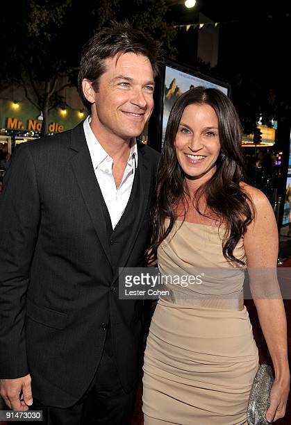Actor Jason Bateman and wfie Amanda Anka arrive at the Los Angeles premiere of Couples Retreat held the Mann's Village Theatre on October 5 2009 in...