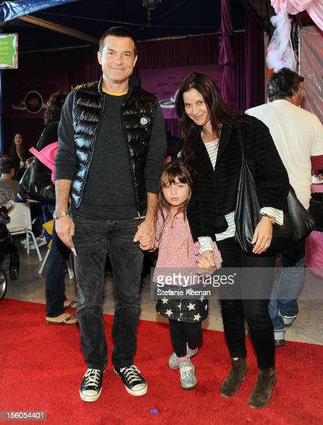 Actor Jason Bateman daughter Francesca and wife Amanda Anka attend the creative arts fair and family day Express Yourself supporting PS ARTS at...