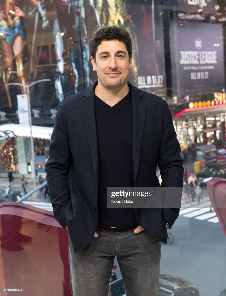 "Jason Biggs Visits ""Extra"""