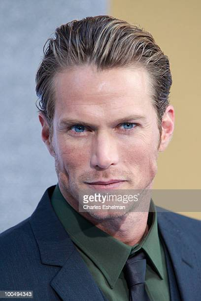 Actor Jason Lewis Smith attends the premiere of 'Sex and the City 2' at Radio City Music Hall on May 24 2010 in New York City