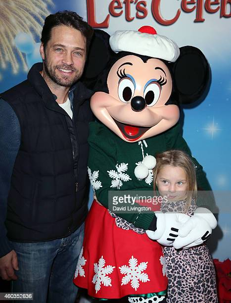 Actor Jason Priestley and daughter Ava Veronica Priestley attend Disney On Ice presents Let's Celebrate at Staples Center on December 11 2014 in Los...