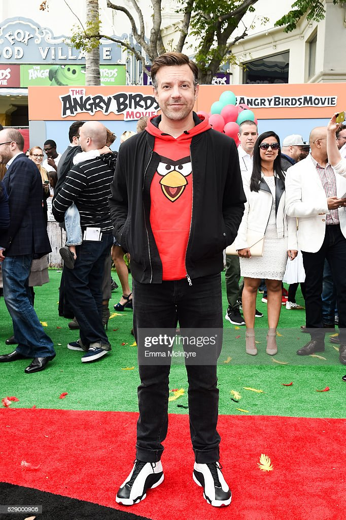 Actor Jason Sudeikis arrives at the premiere of Sony Pictures' 'Angry Birds' at Regency Village Theatre on May 7, 2016 in Westwood, California.
