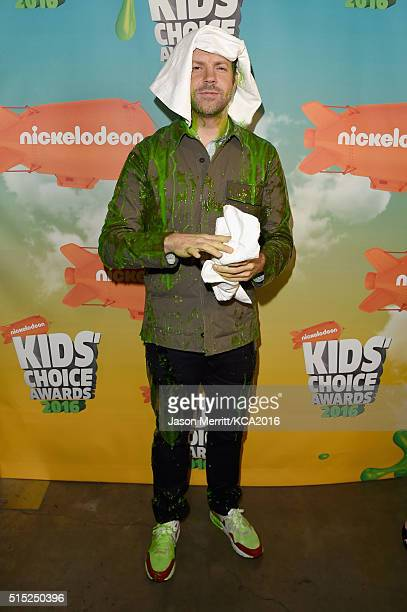 Actor Jason Sudeikis poses backstage after getting slimed during Nickelodeon's 2016 Kids' Choice Awards at The Forum on March 12 2016 in Inglewood...