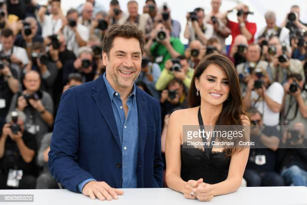 Actor Javier Bardem and actress Penelope Cruz wearing jewels by Atelier Swarovski Fine Jewelry attends the photocall for Everybody Knows during the...