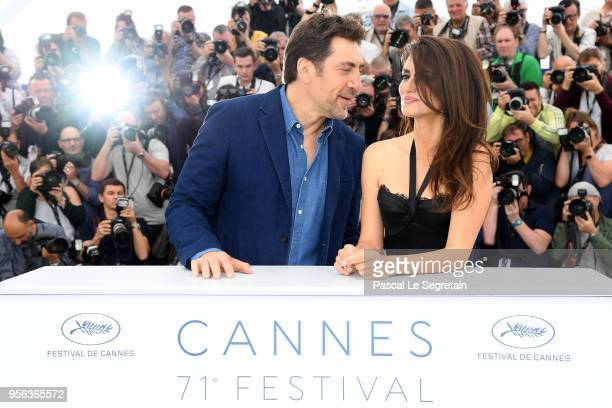 Actor Javier Bardem and actress Penelope Cruz wearing jewels by Atelier Swarovski Fine Jewelry attends the photocall for 'Everybody Knows ' during...