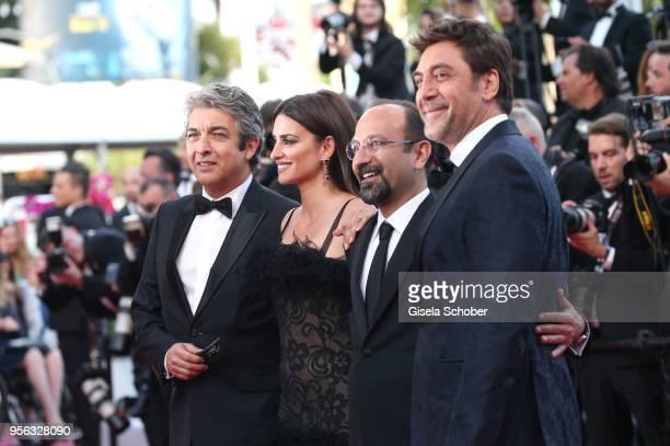 Actor Javier Bardem director Asghar Farhadi actress Penelope Cruz wearing jewels by Atelier Swarovski Fine Jewelry and actor Ricardo Darin attend the...