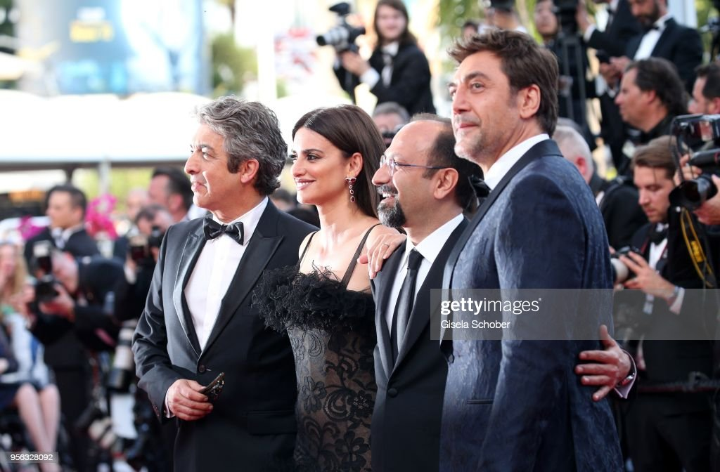 Actor Javier Bardem, director Asghar Farhadi, actress Penelope Cruz, wearing jewels by Atelier Swarovski Fine Jewelry and actor Ricardo Darin attend the screening of 'Everybody Knows (Todos Lo Saben)' and the opening gala during the 71st annual Cannes Film Festival at Palais des Festivals on May 8, 2018 in Cannes, France.