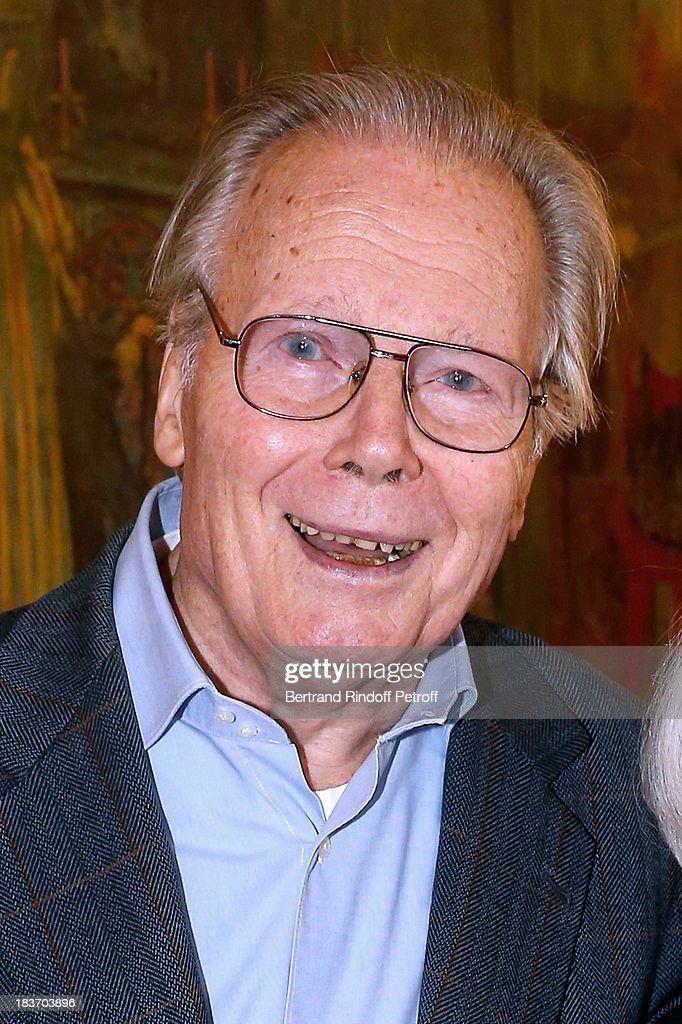 'Le Prix Du Brigadier' At Comedie Des Champs Elysees