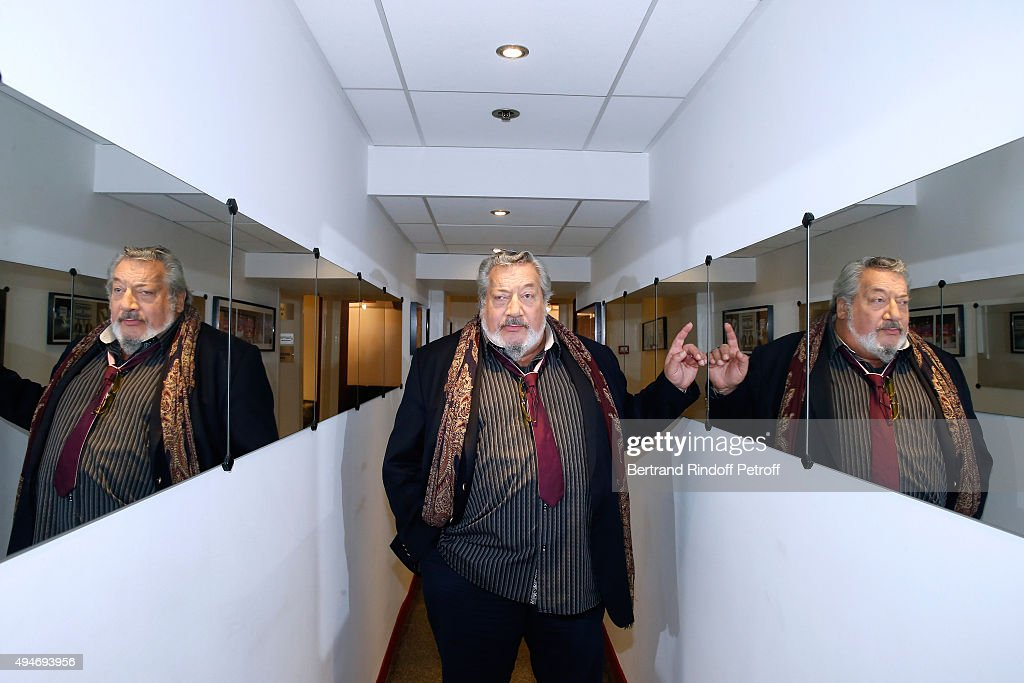 Actor Jean-Claude Dreyfus presents the Theater Play 'Le chant des oliviers', performed at Theatre du Splendid, during the 'Vivement Dimanche' French TV Show at Pavillon Gabriel on October 28, 2015 in Paris, France.