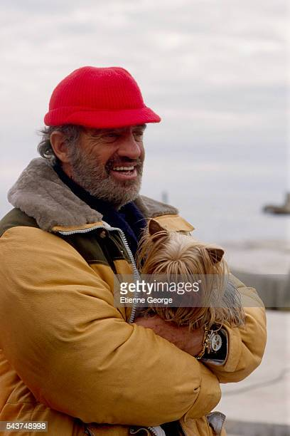 Actor JeanPaul Belmondo and his pet dog on the set of 'Itineraire d'un enfant gate' directed by Claude Lelouch Belmondo won the 1989 Cesar award for...
