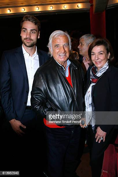 Actor JeanPaul Belmondo standing between the Son of Yves Montand Valentin Livi and Valentin's mother Carole Amiel attend the Ivo Livi ou le destin...