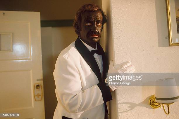 Actor JeanPaul Belmondo with a black painted face on the set of 'Itineraire d'un enfant gate' directed by Claude Lelouch Belmondo won the 1989 Cesar...