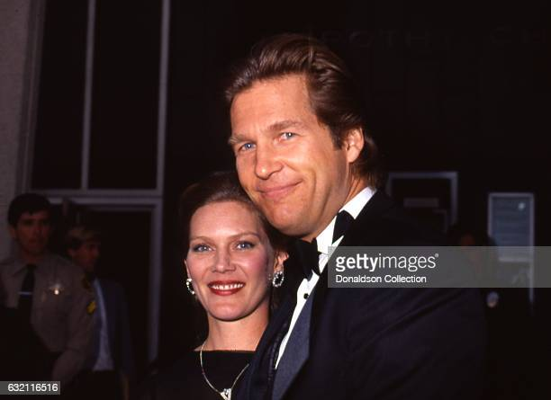 Actor Jeff Bridges and his wife Susan Geston pose for a portrait at an the Academy Awards in March 1987 in Los Angeles California