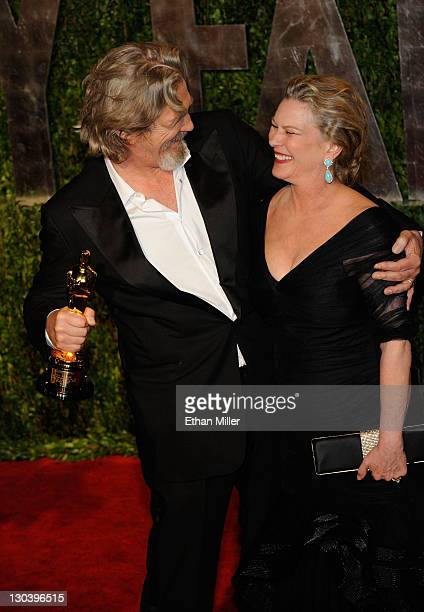 Actor Jeff Bridges and Susan Geston arrive at the 2010 Vanity Fair Oscar Party hosted by Graydon Carter held at Sunset Tower on March 7 2010 in West...