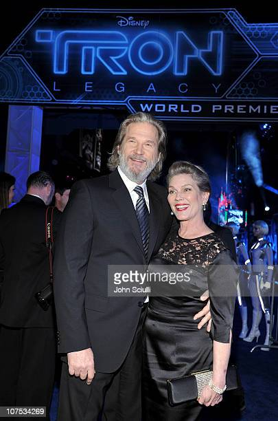 Actor Jeff Bridges and wife Susan Bridges arrive at Walt Disney's 'TRON Legacy' World Premiere held at the El Capitan Theatre on December 11 2010 in...