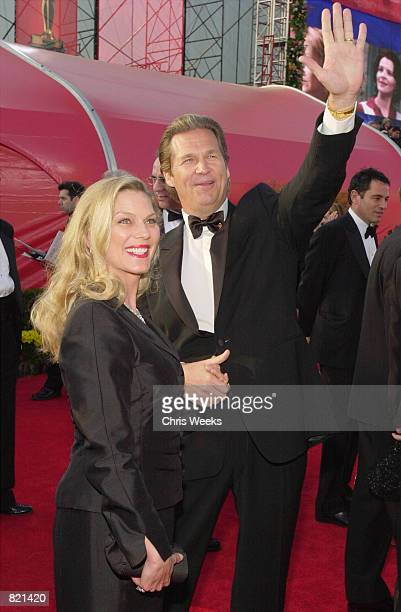 Actor Jeff Bridges and wife Susan Geston arrive for the 73rd Annual Academy Awards March 25 2001 at the Shrine Auditorium in Los Angeles Bridges is...