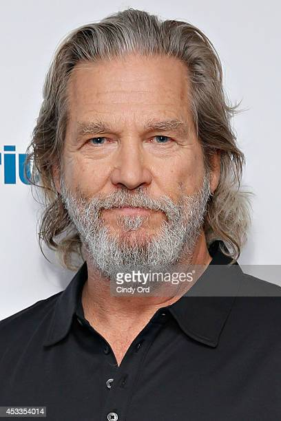 Actor Jeff Bridges visits the SiriusXM Studios on August 8, 2014 in New York City.