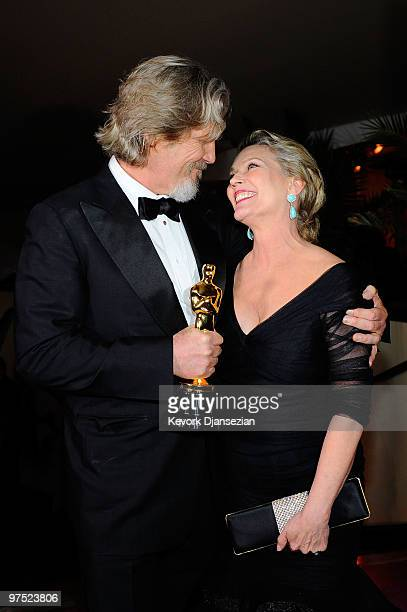 Actor Jeff Bridges winner of Best Actor award for Crazy Heart and wife Susan Geston attends the 82nd Annual Academy Awards Governor's Ball held at...
