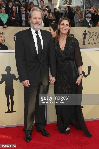Actor Jeff Daniels and Kathleen Treado attend the 24th Annual Screen Actors Guild Awards at The Shrine Auditorium on January 21 2018 in Los Angeles...