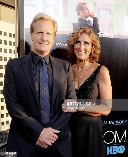 Actor Jeff Daniels and wife Kathleen Treado arrive at the Los Angeles premiere of HBO's The Newsroom at ArcLight Cinemas Cinerama Dome on June 20...