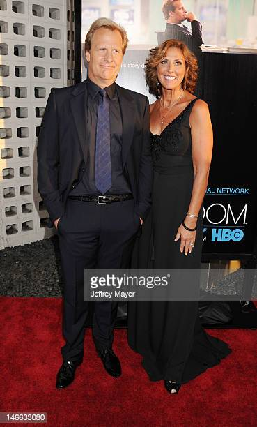 Actor Jeff Daniels and wife Kathleen Treado arrive at the Los Angeles premiere of HBO's 'The Newsroom' at ArcLight Cinemas Cinerama Dome on June 20...