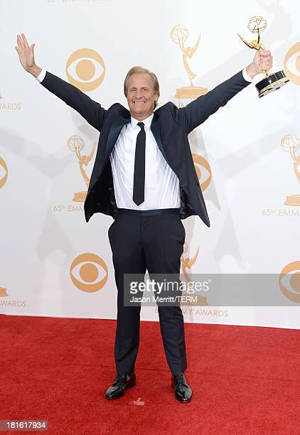Actor Jeff Daniels winner of the Best Lead Actor in a Drama Series for The Newsroom poses in the press room during the 65th Annual Primetime Emmy...