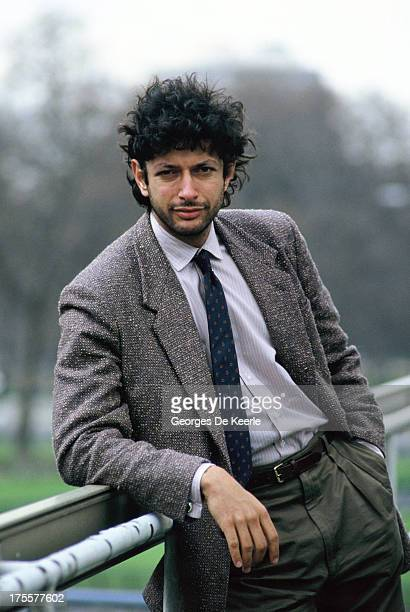 Actor Jeff Goldblum poses on set during filming of 'Into The Night' directed by John Landis on April 1985 in London England