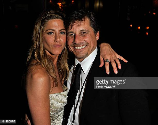 Actor Jennifer Aniston and Kevin Mazur attends the 2009 Vanity Fair Oscar party hosted by Graydon Carter at the Sunset Tower Hotel on February 22...