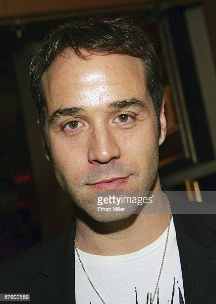 Actor Jeremy Piven arrives at a wrap party for the HBO television series Entourage at the Hard Rock Hotel Casino May 12 2006 in Las Vegas Nevada The...