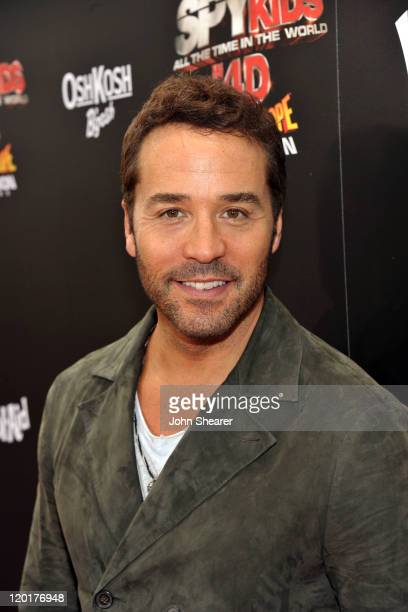"""Actor Jeremy Piven arrives at """"Spy Kids: All The Time In The World 4D"""" Los Angeles premiere co-sponsored by Osh Kosh B-Gosh & Kool-Aid at the Regal..."""