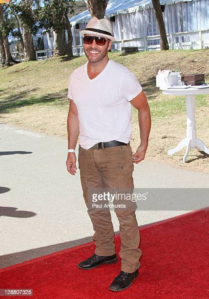 Actor Jeremy Piven arrives at the 2nd annual Veuve Clicquot polo classic at Will Rogers State Historic Park on October 9, 2011 in Pacific Palisades,...