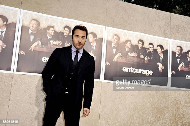 Actor Jeremy Piven arrives at the premiere of HBO's Entourage Season 6 at the Paramount Theater on July 9 2009 in Los Angeles California