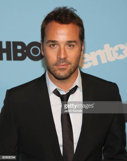 """Actor Jeremy Piven attends the """"Entourage"""" season 5 premiere at the Ziegfeld Theater on September 3, 2008 in New York City."""