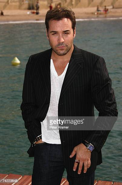 Actor Jeremy Piven attends the HBO Entourage photocall at the Majestic Pier during the 60th International Cannes Film Festival on May 23 2007 in...