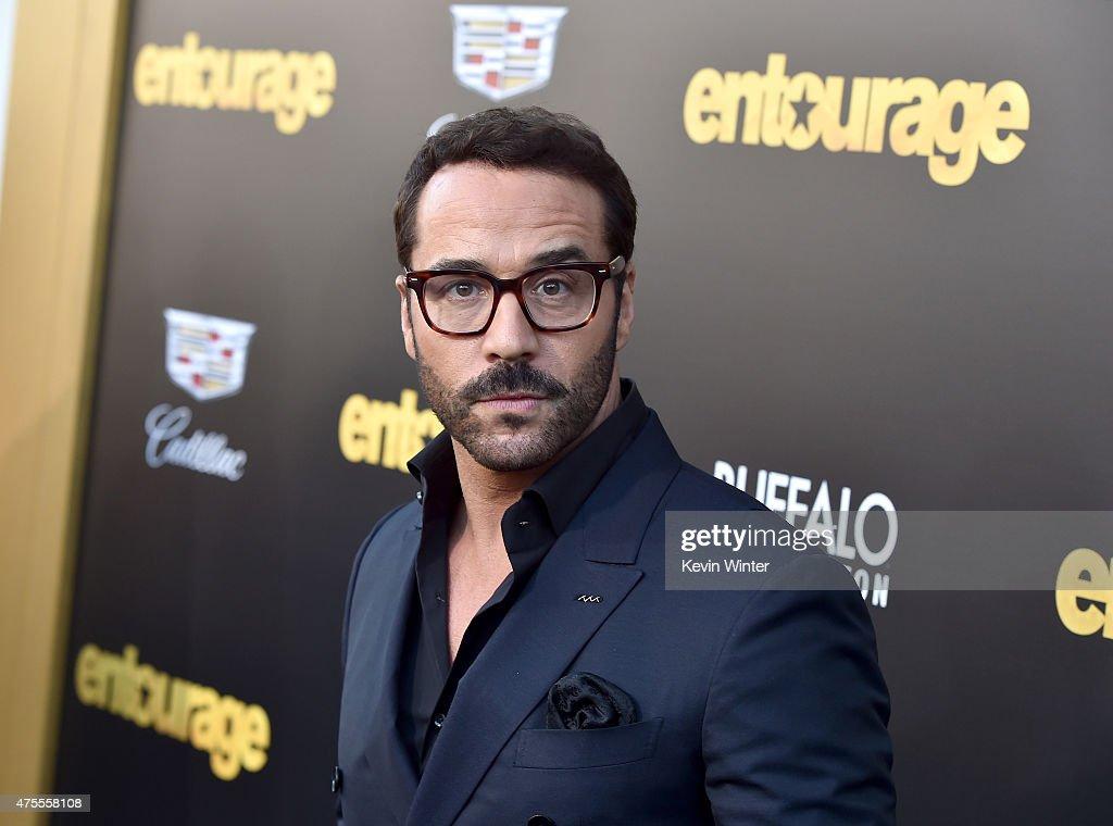 Premiere Of Warner Bros. Pictures' 'Entourage' - Red Carpet : News Photo